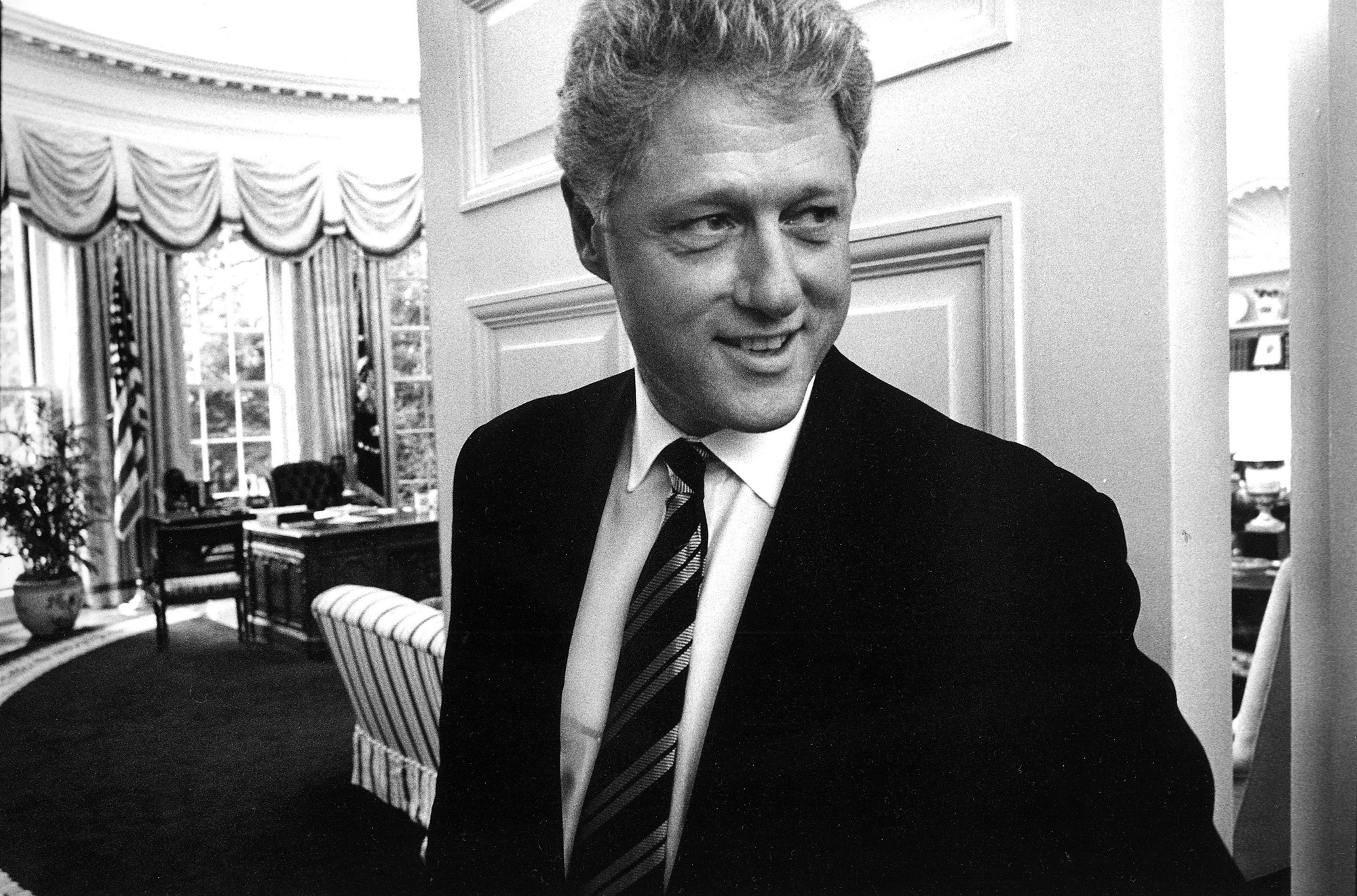 Bill_Clinton_in_the_Oval_Office